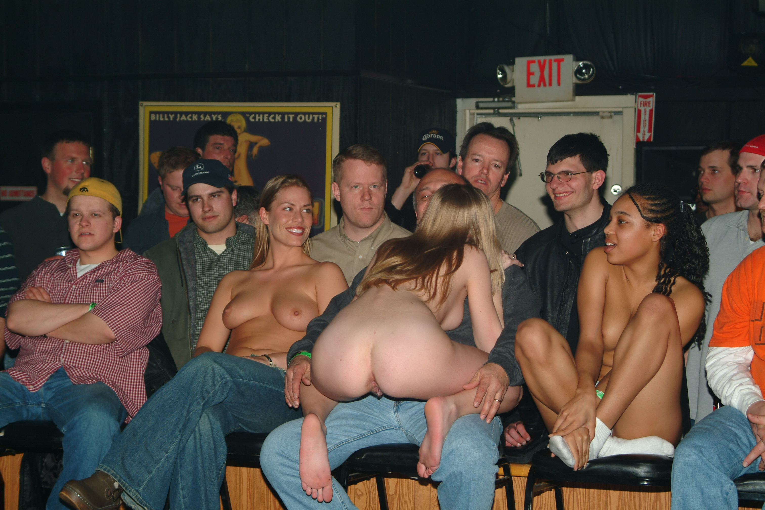 Nude Amateur Strip 31